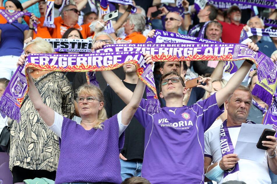 Viele Fans haben Sorgen aufgrund des schlechten Saisonstarts. Am Sonntag wollen sie einen Sieg ihres FCE bejubeln.
