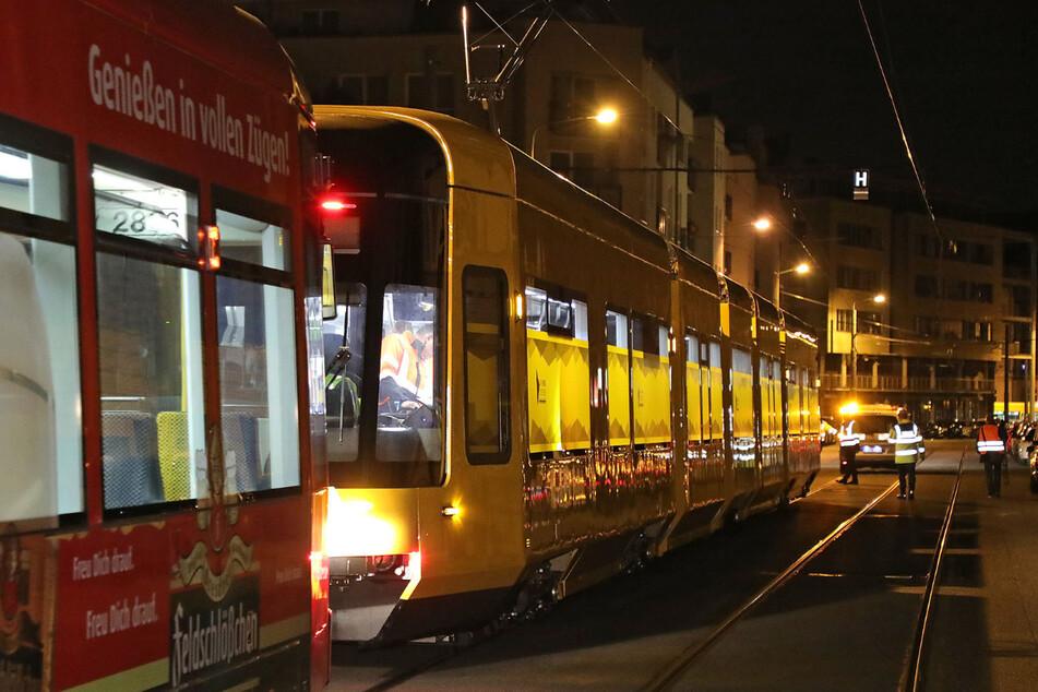 Allein fahren war noch nicht möglich. Der Stadtbahnwagen wurde von einer anderen Straßenbahn gezogen.