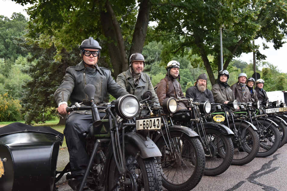 Wie vor fast einem Jahrhundert: Acht Biker machten sich in historischen Gefährten auf nach Venedig.
