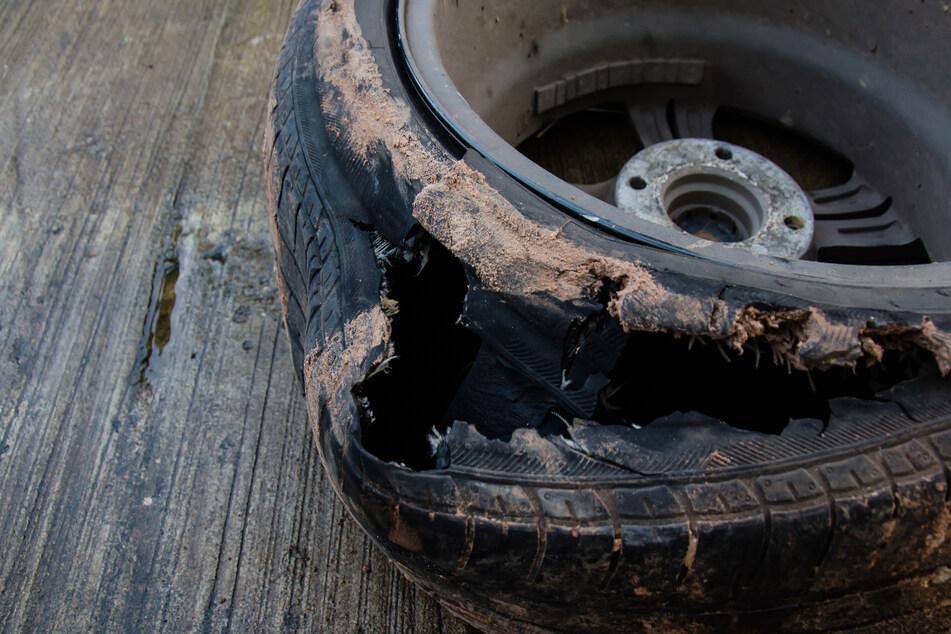 Opel verliert auf A72 Rad und verursacht Unfall