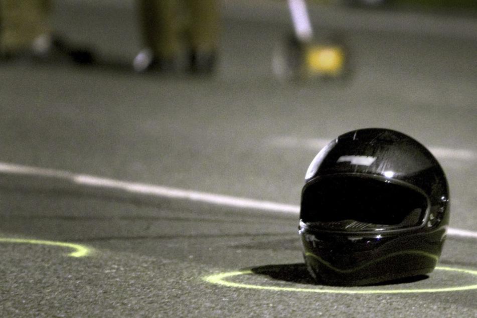 Frontal-Crash kostet Menschen das Leben: Biker sterben noch an Unfallstelle