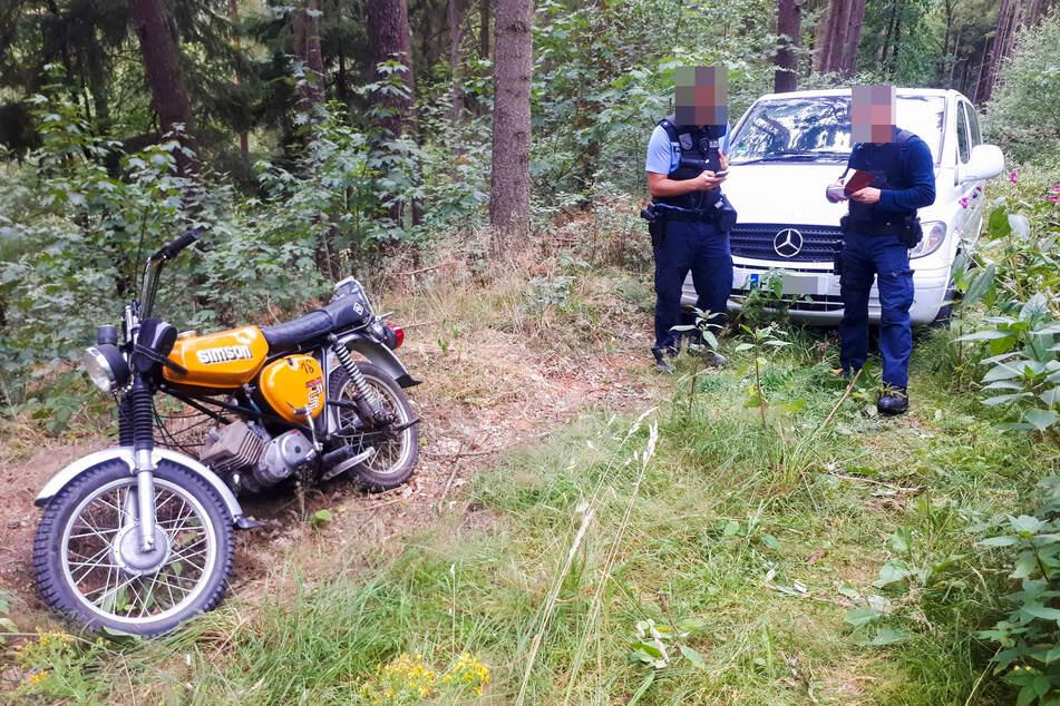 In der Nähe von Oederan fand die Polizei eine der gestohlenen Simsons vom Typ S51.