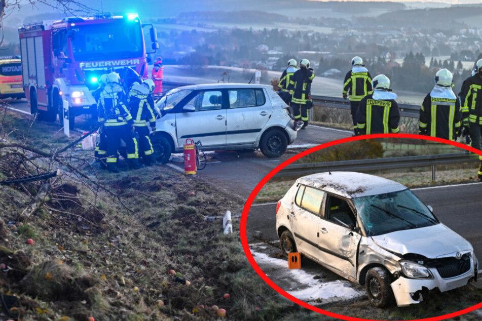 Glätte-Unfall auf der S135? 19-Jährige kommt von Fahrbahn ab und kracht gegen einen Baum!