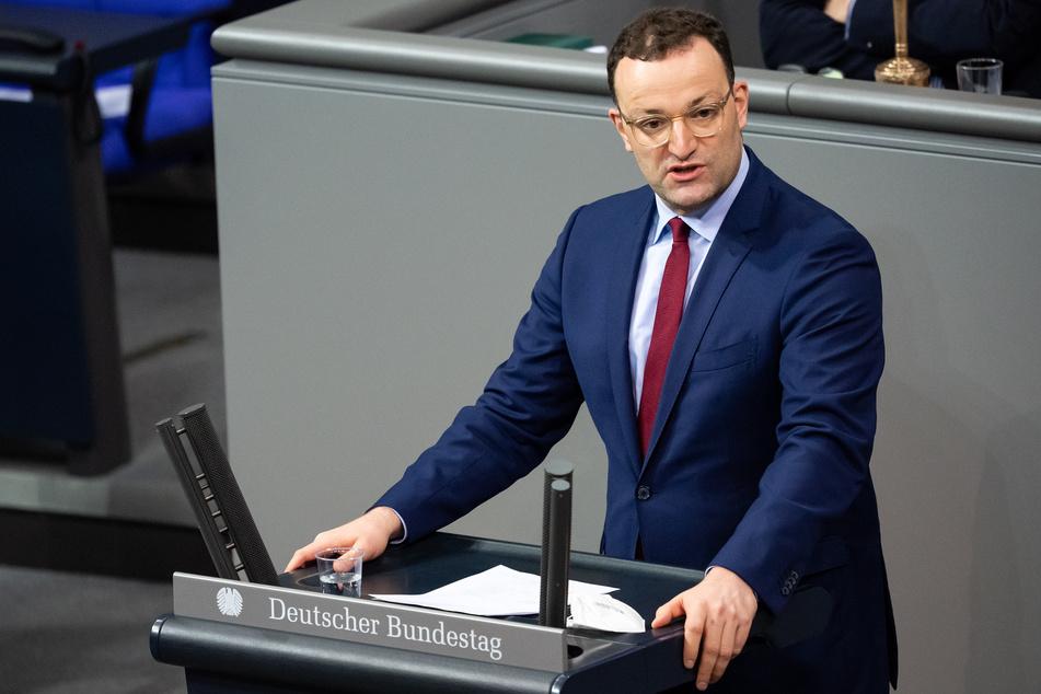 Jens Spahn (CDU), Bundesgesundheitsminister, spricht während der Aktuellen Stunde in der Plenarsitzung im Deutschen Bundestag.