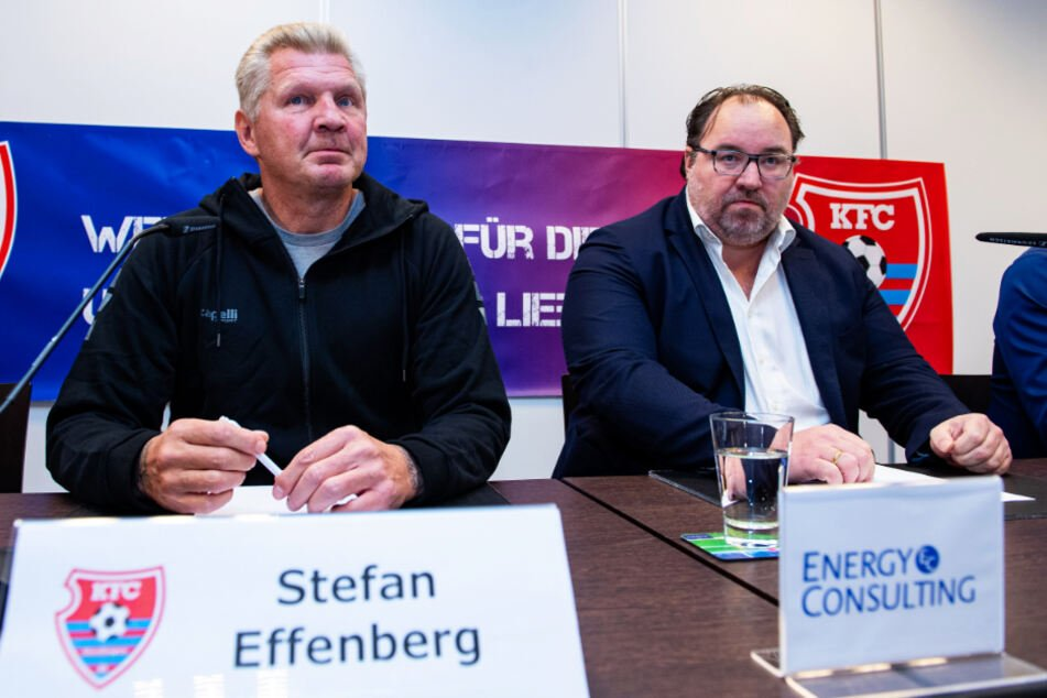 Stefan Effenberg (l.) bei seiner Vorstellung als Sportmanager des KFC Uerdingen im Oktober 2019 an der Seite von Präsident Mikhail Ponomarev.