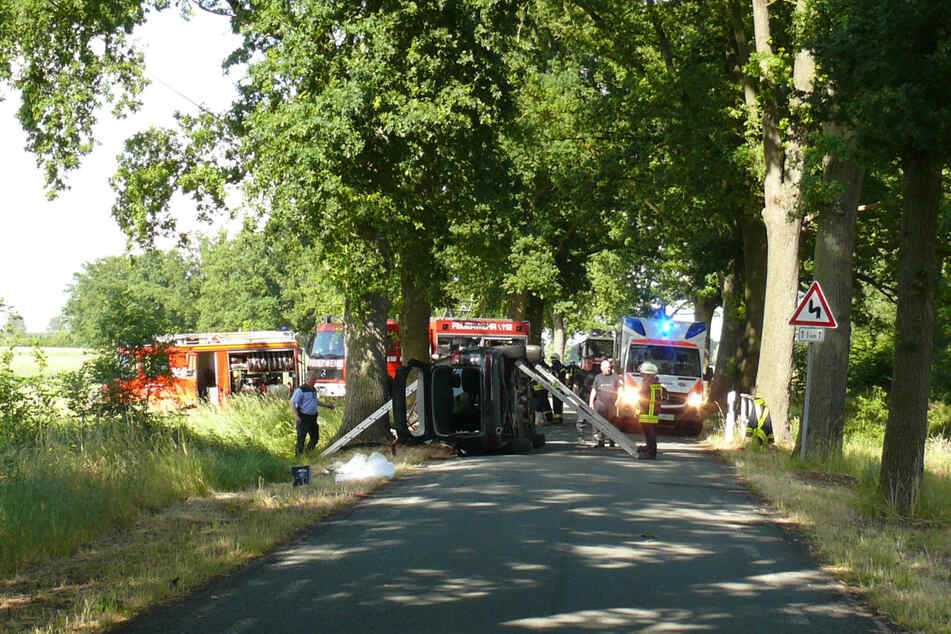 Nur wenige Kilometer entfernt zog sich eine 63-jährige Frau ebenfalls schwere Verletzungen während eines Unfalls zu.