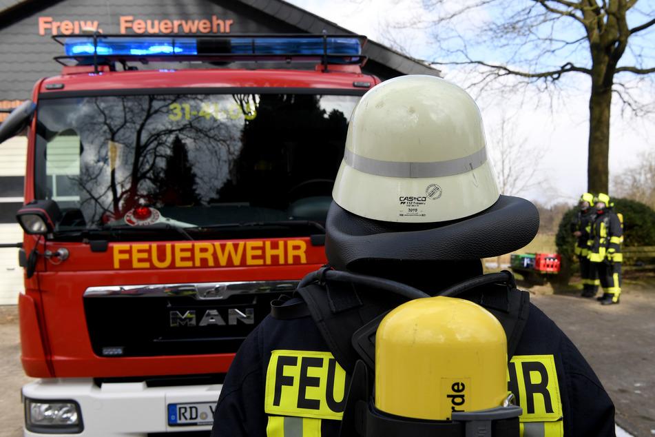 Frostbeule legt Feuer in eigener Wohnung, um sich daran aufzuwärmen