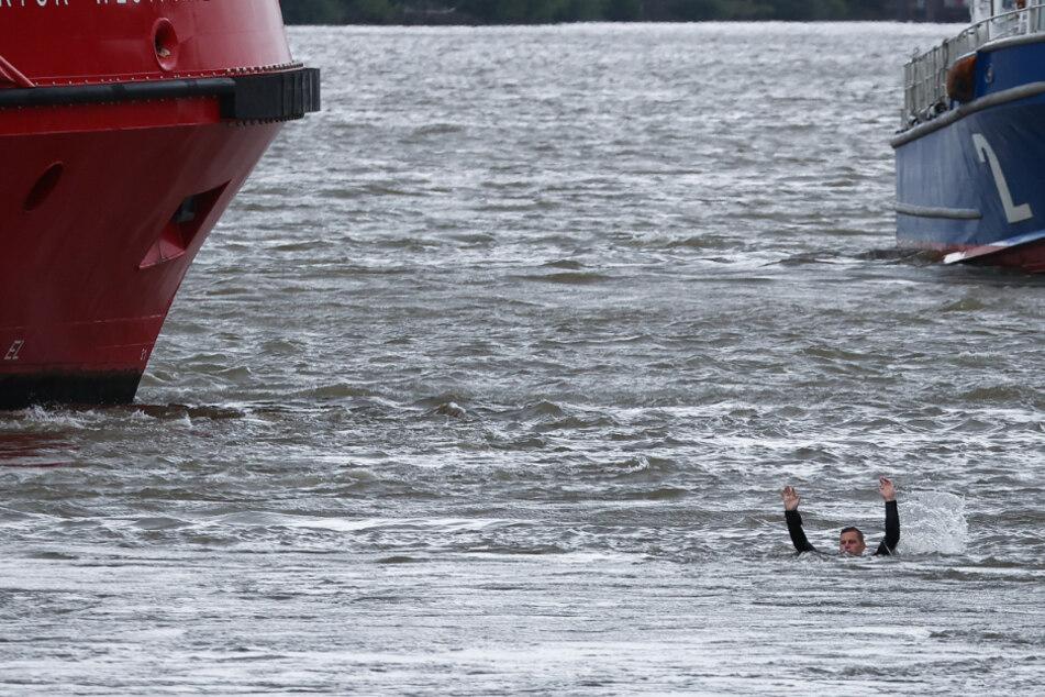 """Mann schreit in Elbe um Hilfe: Feuerwehr rettet """"Ertrinkenden"""""""