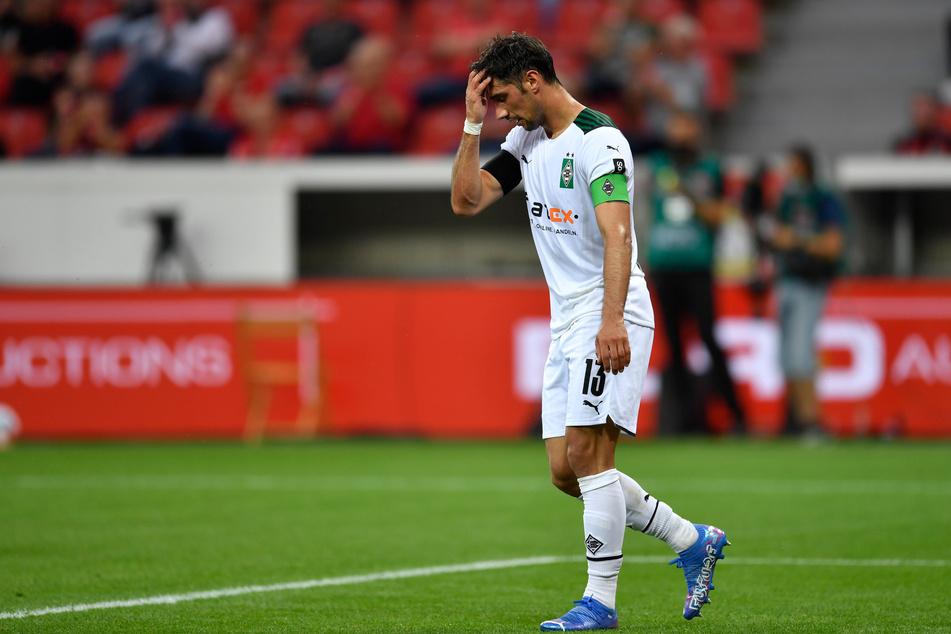 Klappt nicht immer! Borussia-Kapitän Lars Stindl (33) greift sich enttäuscht an die Stirn, nachdem er am 2. Spieltag einen Strafstoß verschossen hatte.