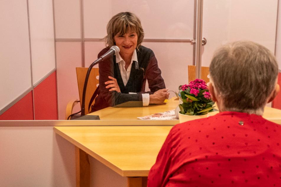 Chemnitz: Auf einen Plausch mit OB Ludwig: Oma Elfriede testet erste Besuchs-Box im Altenheim