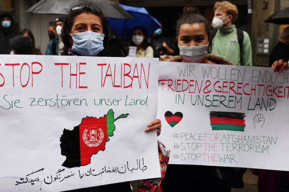 Menschen in Angst: Verzweifelte Forderungen bei Afghanistan-Demo in Köln