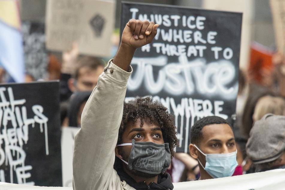 Weltweit kommt es zu Demonstrationen nach dem gewaltsamen Tod von George Floyd in den USA. In Frankfurt erschienen am 5. Juni rund 10.00 Menschen bei einer Black-Lives-Matter Demonstration.