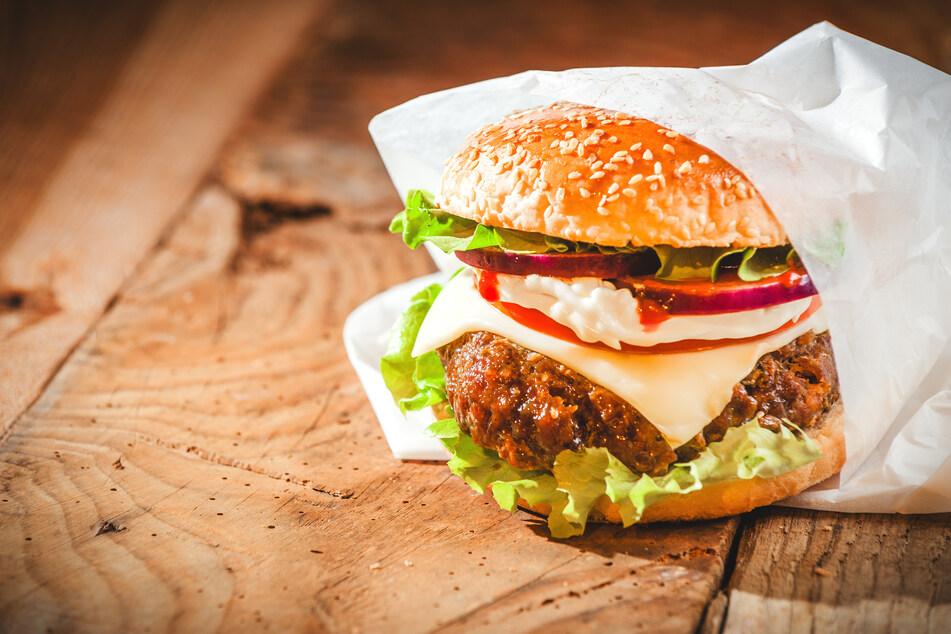 Weil sie den falschen Burger kauft: Mann verprügelt Ex-Frau