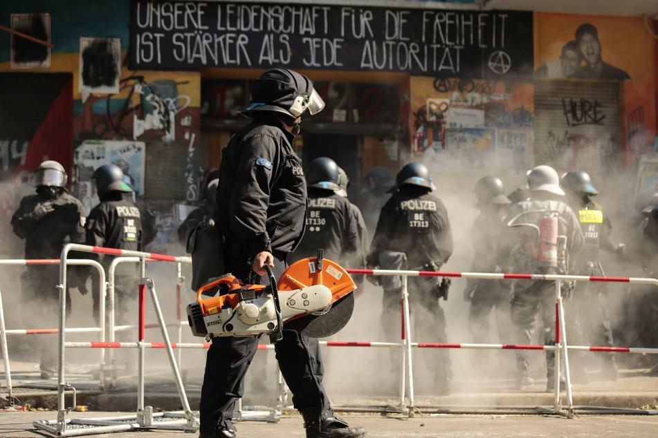 """Berlin: Kampf um """"Rigaer 94"""" dauert an: Kündigungen flatterten ins Haus"""