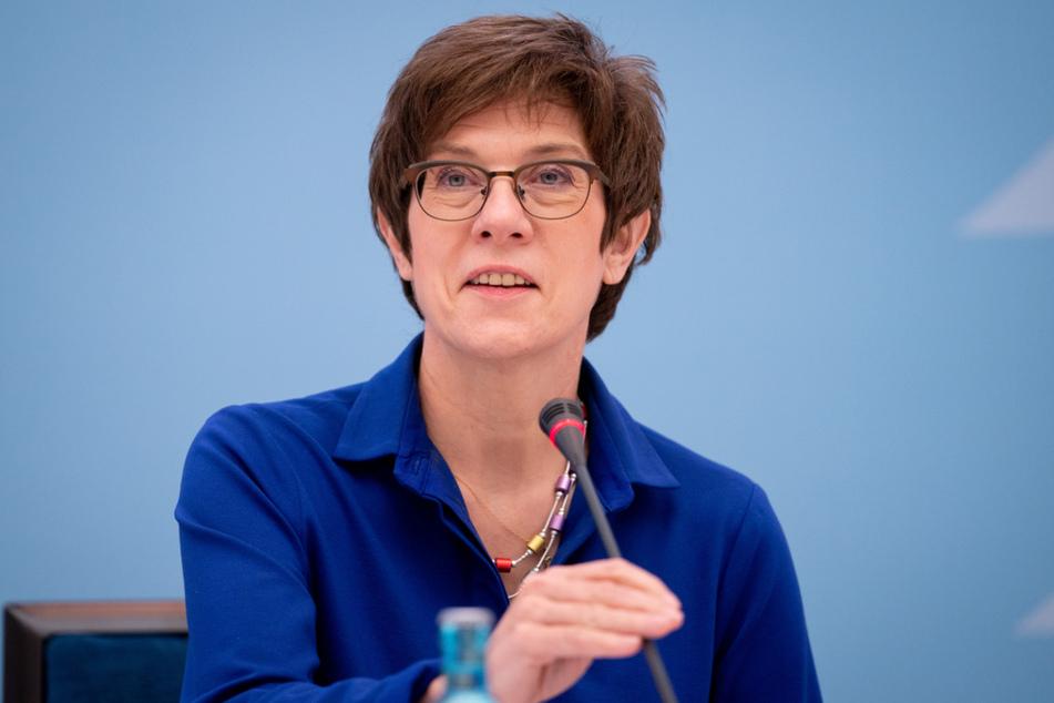 Verteidigungsministerin Annegret Kramp-Karrenbauer (58, CDU).