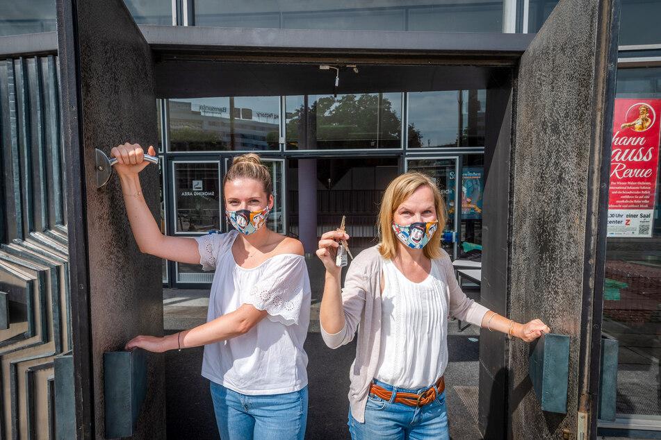 Nathalie Beyreuther (27, l.) und Yvonne Buchheim (42) von den C3-Veranstaltungszentren öffnen ab September die Türen der Stadthalle wieder.