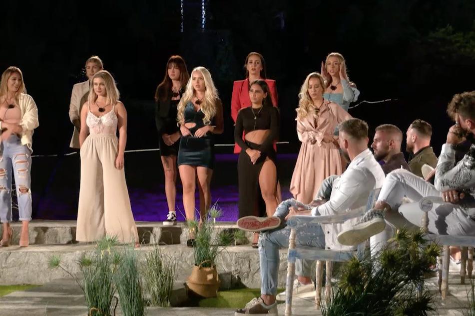 """Ladys-Wahl bei der """"Matching Night"""", doch eine Blondine tanzt aus der Reihe."""