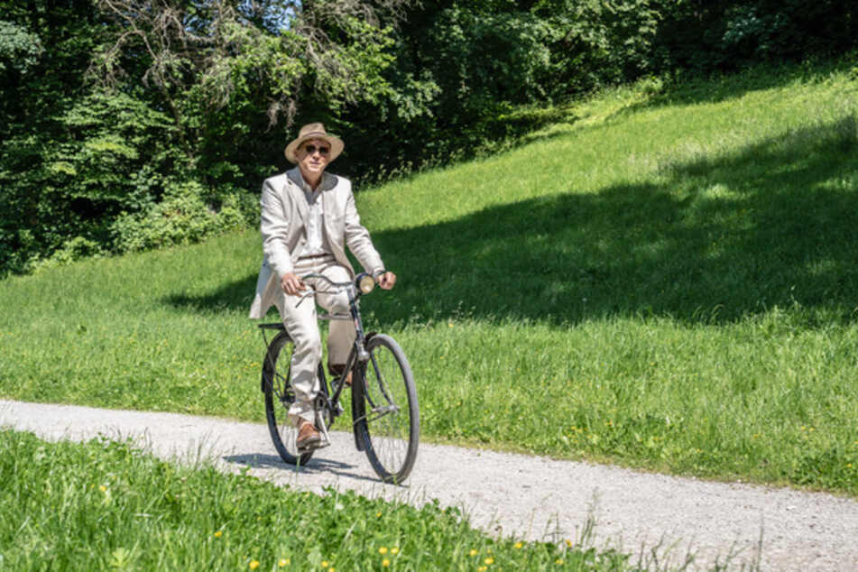 Eigentlich will Kommissar Murot (Ulrich Tukur, 63) ein paar entspannte Tage im beschaulichen Taunus genießen. Doch dann kommt alles ganz anders.