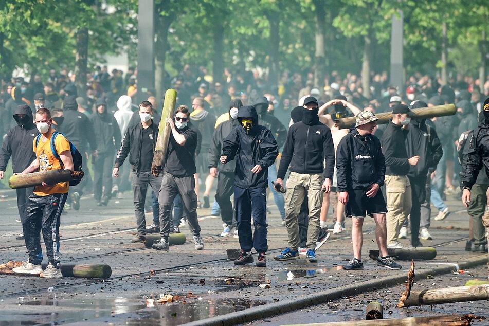 Die Polizei sah sich rund 500 gewaltbereiten Fans gegenüber.