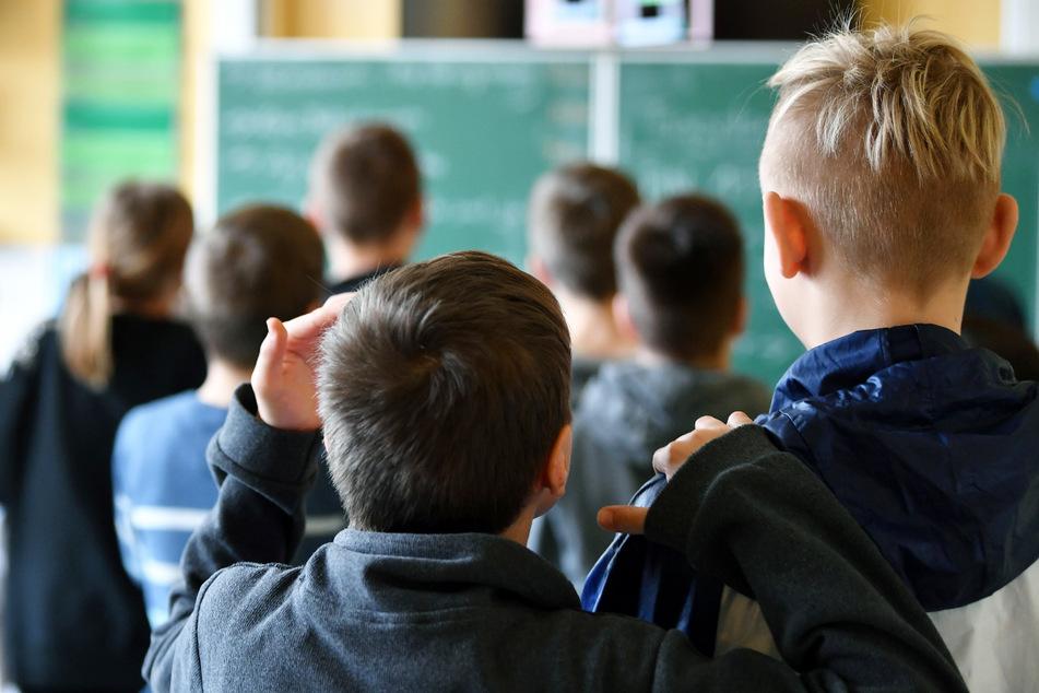 Bei einer Impfaktion in der Stadt und im Landkreis Hof können sich Schülerinnen und Schüler impfen lassen. (Symbolbild)