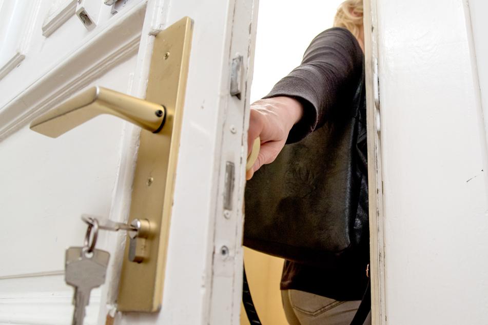 Wem ist es noch nicht passiert? Man zieht die Tür zu und der Schlüssel steckt noch von innen. (Symbolbild)
