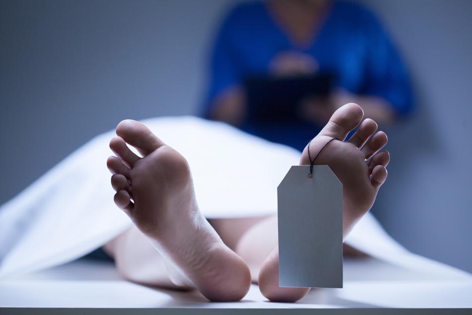 Frau wird für tot erklärt und wacht in Leichenhalle auf