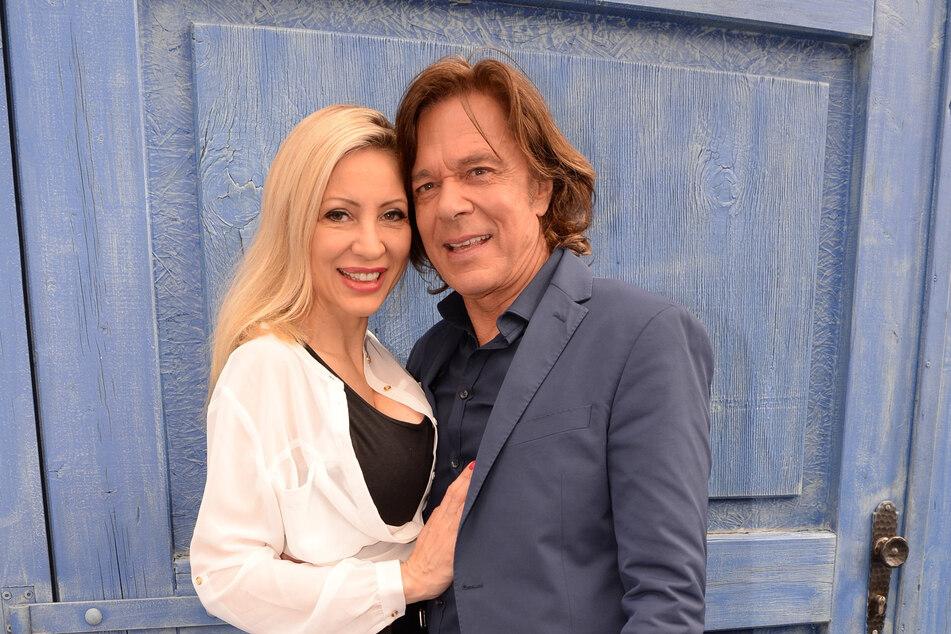 Vor 30 Jahren gaben sich Ramona (47) und Jürgen (75) das Ja-Wort. Ob auch sie das Geheimnis um seine legendäre Frisur kennt?