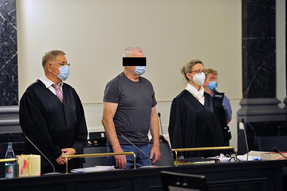 Der Angeklagte Julius Z. (74, m.) muss sich seit Donnerstag vor dem Landgericht Zwickau verantworten.