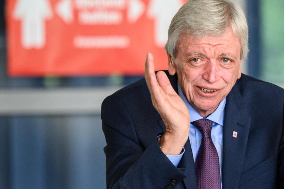 Der Ministerpräsident von Hessen, Volker Bouffier (CDU), kündigte an, dass die Schulen in Hessen nach den Ferien wieder regulären Unterricht anbieten sollen.