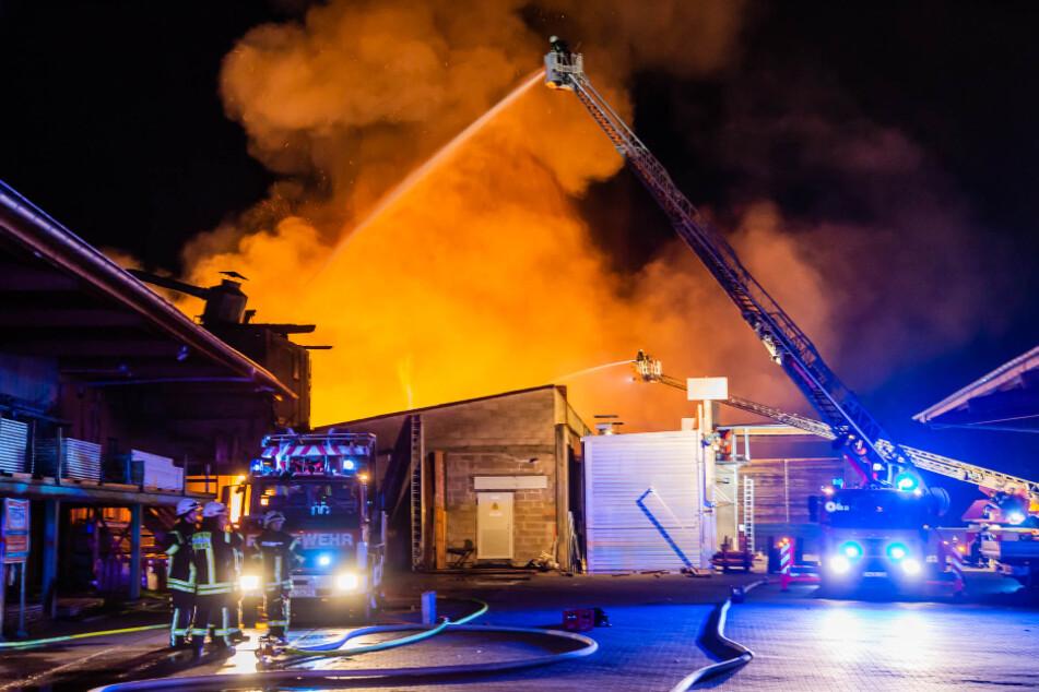 Das brennende Gebäude war weithin sichtbar.