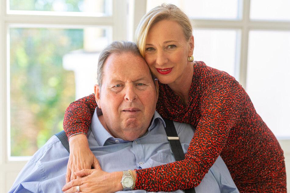 Ottfried Fischer (66), Schauspieler und Kabarettist, hat seine Lebensgefährtin Simone Brandlmeier (49) geheiratet.