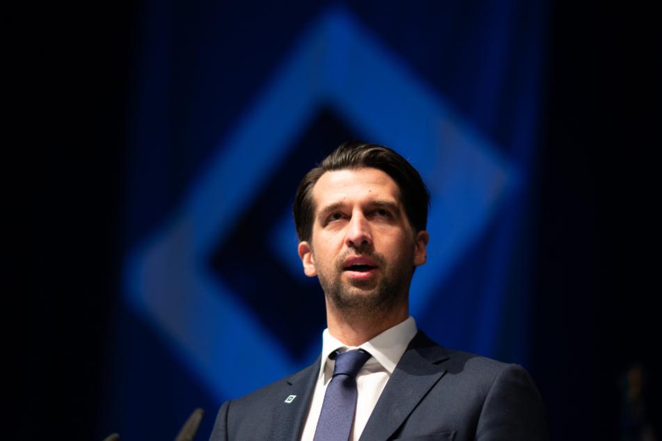 HSV-Sportvorstand Jonas Boldt steht hinter dem Trainer. (Archivbild)
