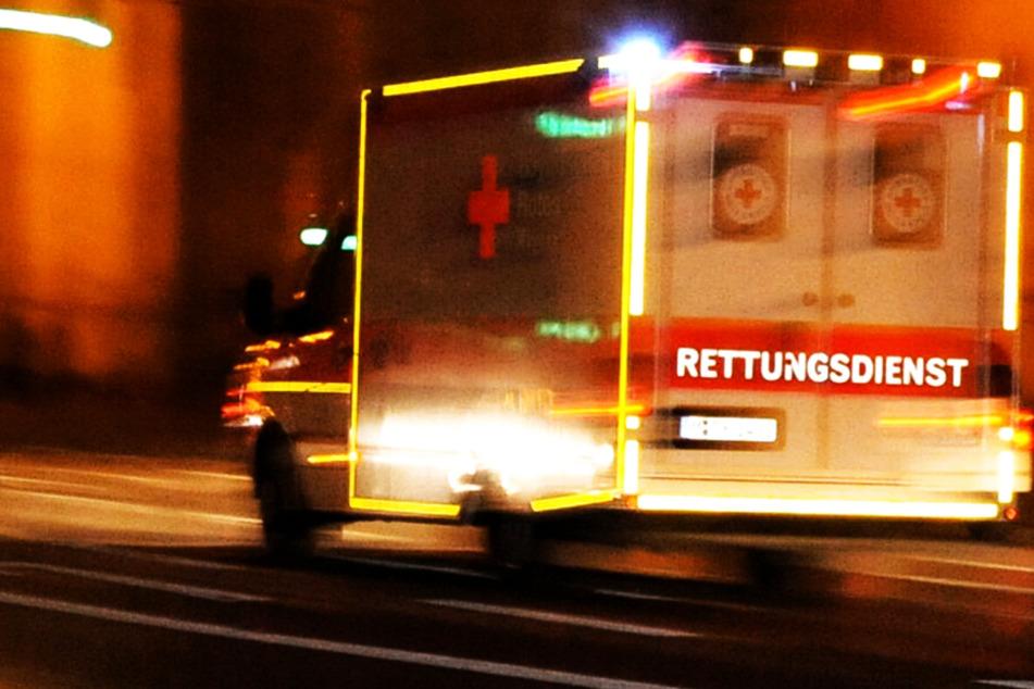 Die Rettungskräfte konnten das Leben eines Motorradfahrers nach einem schweren Unfall bei Oberhausen in Bayern nicht retten. (Symbolbild)