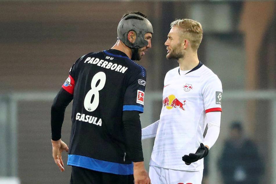 Paderborns Klaus Gjasula (30, l.) kassierte in dieser Saison schon 15 Gelbe Karten, kehrt nach seiner dritten Sperre gegen den BVB (1:6) jetzt gegen RB Leipzig zurück.