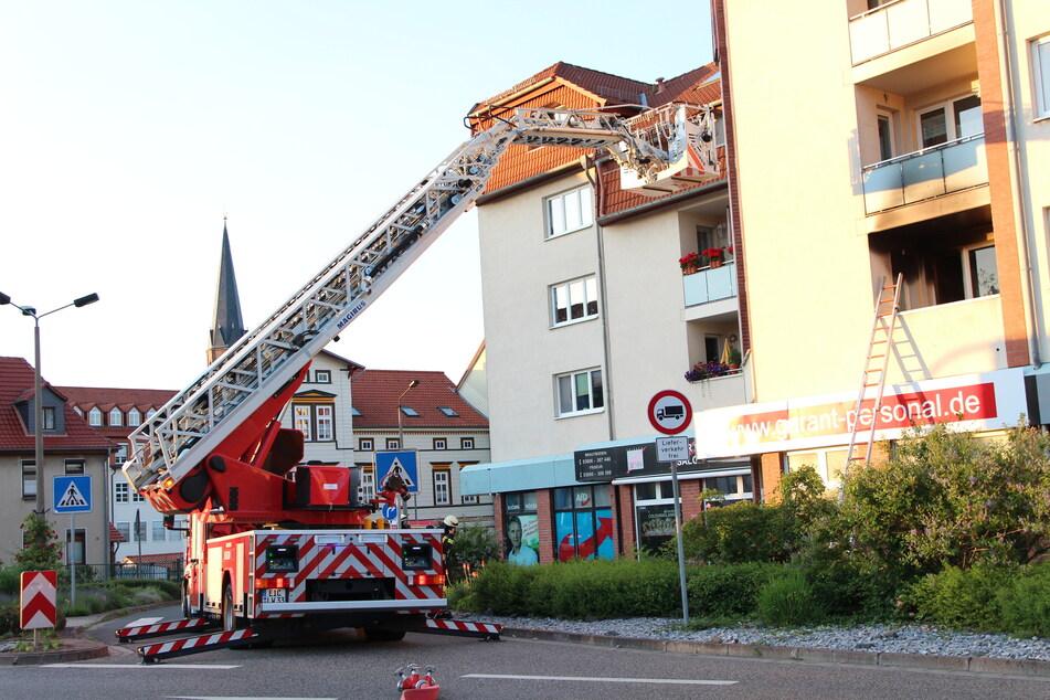 Küche in Flammen: Feuerwehr rettet sieben Personen