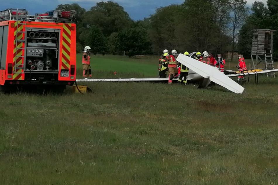 Segelflugzeug stürzt bei Landeanflug ab: Zwei Schwerverletzte!