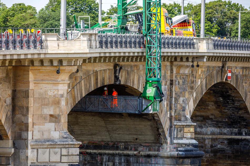 Drei Brückenbögen müssen noch von unten saniert werden, dann ist die Albertbrücke fertig.