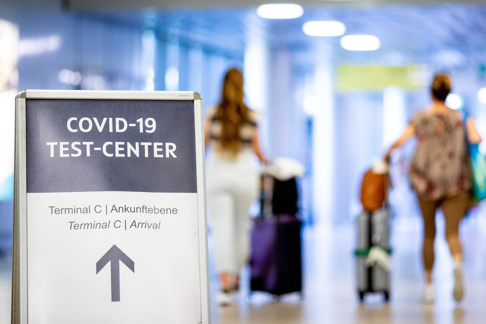 An Sachsens Flughäfen können sich Reiserückkehrer nun kostenlos auf Corona testen lassen (Symbolbild).