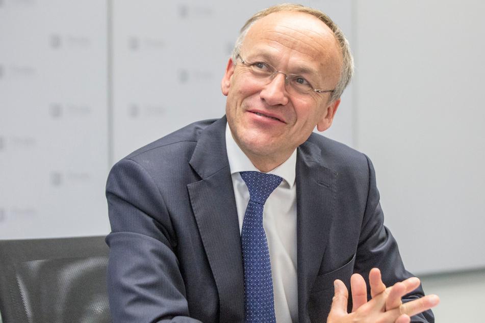 Finanzbürgermeister Peter Lames (57, SPD) kann sich über höhere Einnahmen aus der Gewerbesteuer freuen, mit denen Mehrkosten ausgeglichen werden können.