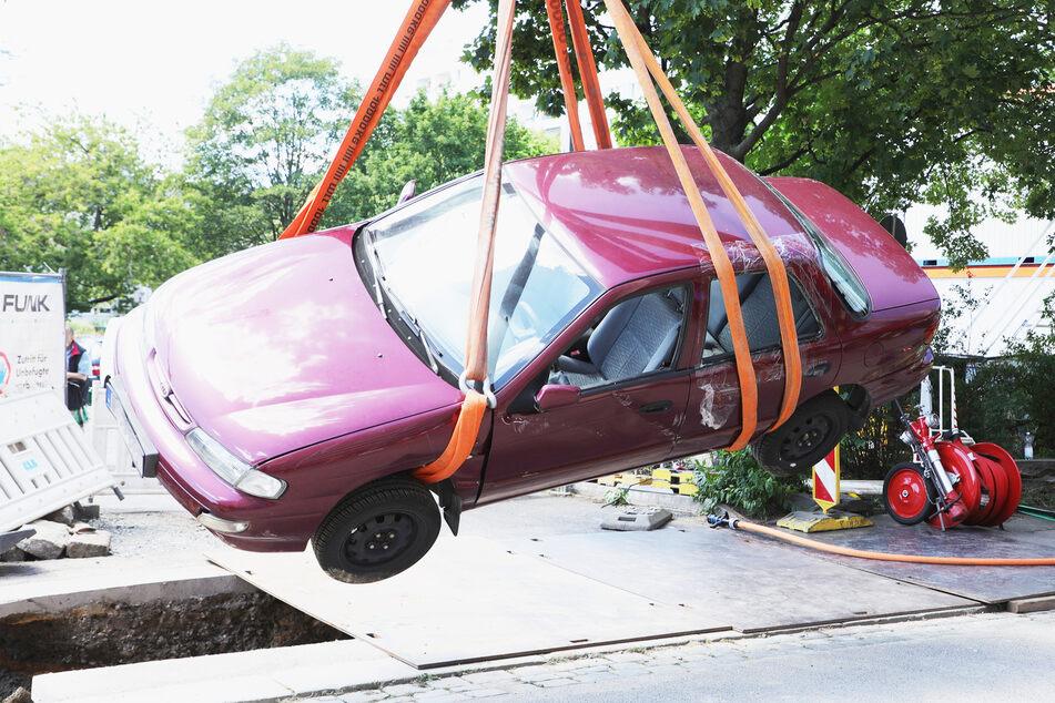 """Das Auto """"flog"""" nach dem Crash über die Pfeifferhannsstraße."""