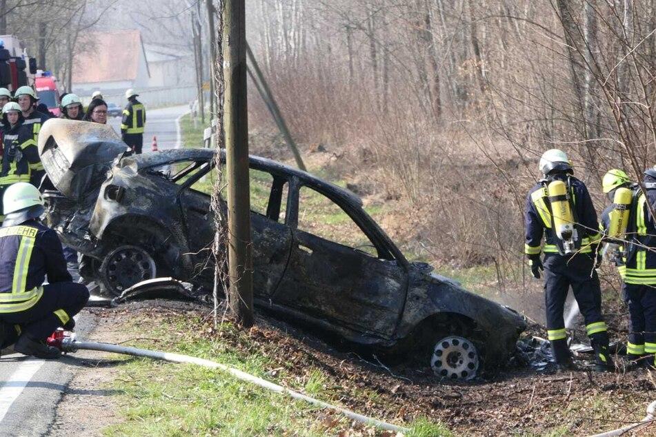 Auf der Klingaer Straße zwischen Brandis und Polenz ist am Samstag ein Audi in Flammen aufgegangen.