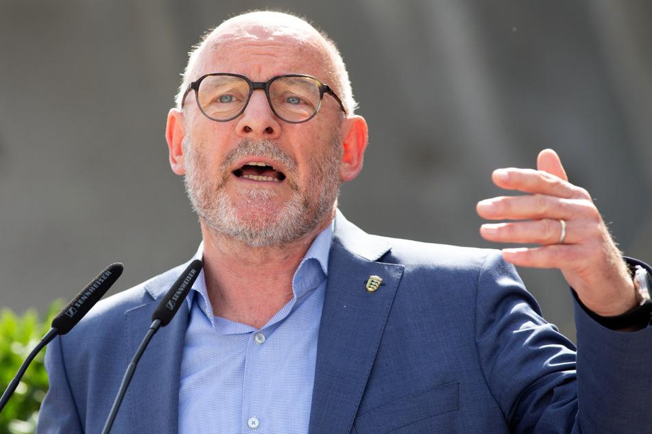 Baden-Württembergs Verkehrsminister Winfried Hermann (68, Grüne) spricht während eines Pressetermins.