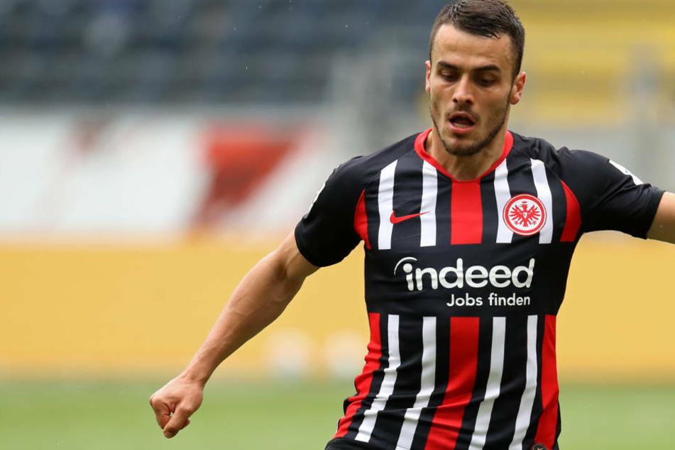 Gegen Hertha BSC kann Eintracht Frankfurt wieder auf den im DFB-Pokal-Halbfinale gesperrten Filip Kostic setzen (Archivbild).