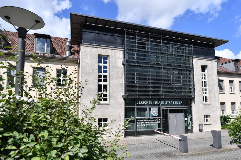 Das Thüringer Verwaltungsgericht in Weimar hat am Montag entschieden, dass der Landesverfassungsschutz den AfD-Prüffall nicht hätte öffentlich machen dürfen.