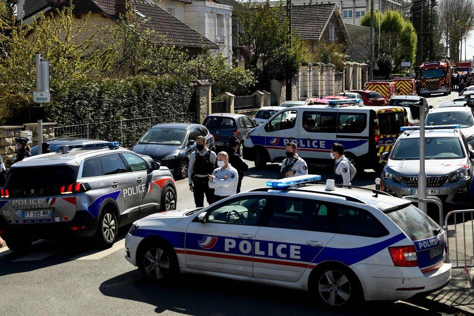 Terror? Angreifer tötet Frau mit Messer auf Polizeiwache