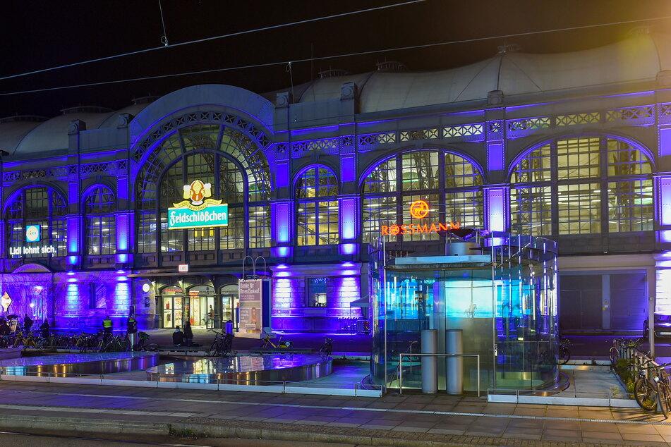 So schön leuchtet der Hauptbahnhof jetzt jeden Abend.
