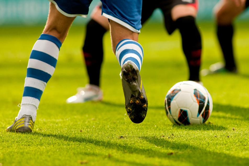 Fußball könnte bald wieder mit Zuschauern stattfinden. (Symbolbild)