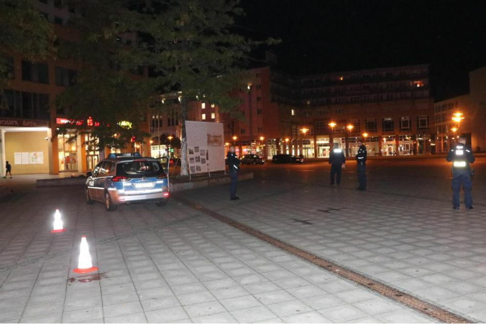 Am späten Freitagabend wurden zwei Person nach einem Streit in Berlin-Hellersdorf mit Stich- und Schnittwunden verletzt.