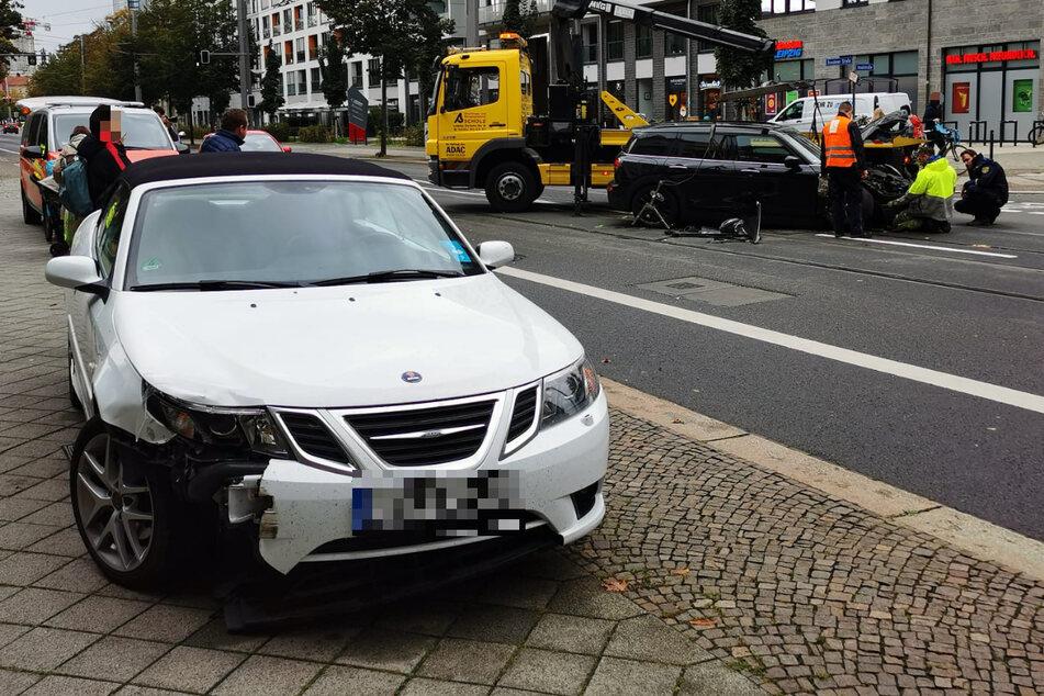 Saab und Mini kollidieren! Unfall sorgt für Verkehrs-Behinderungen in Leipzig