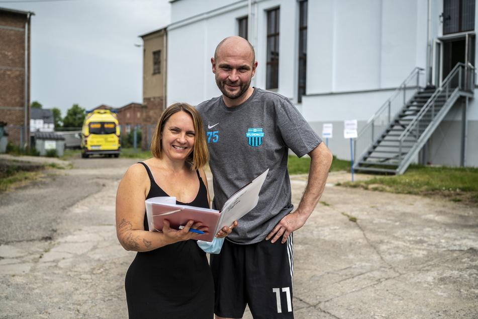 Silke Markert (42) und Vereinsvorsitzender Tim Schilbach (46) organisieren die Impfaktion beim VfL Chemnitz.